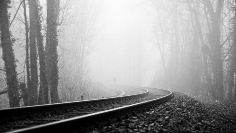 rails_railway_fog_turn_black-and-white_gloomy_60136_3840x2160